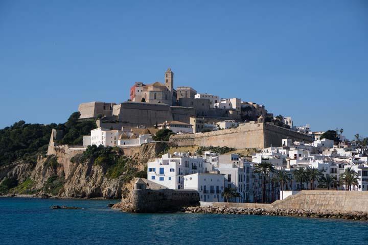 Ibiza met baby stad